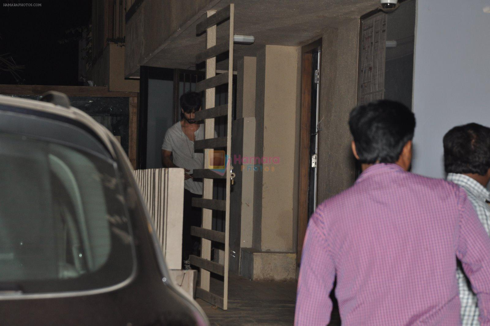 Shahid Kapoor snapped at his new home in Mumbai on 24th Jan 2014