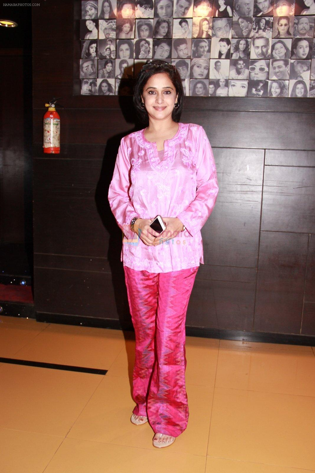 Mrinal Kulkarni at the Premiere of marathi movie Mitwaa on Cinema, Mumbai on 12th Feb 2015