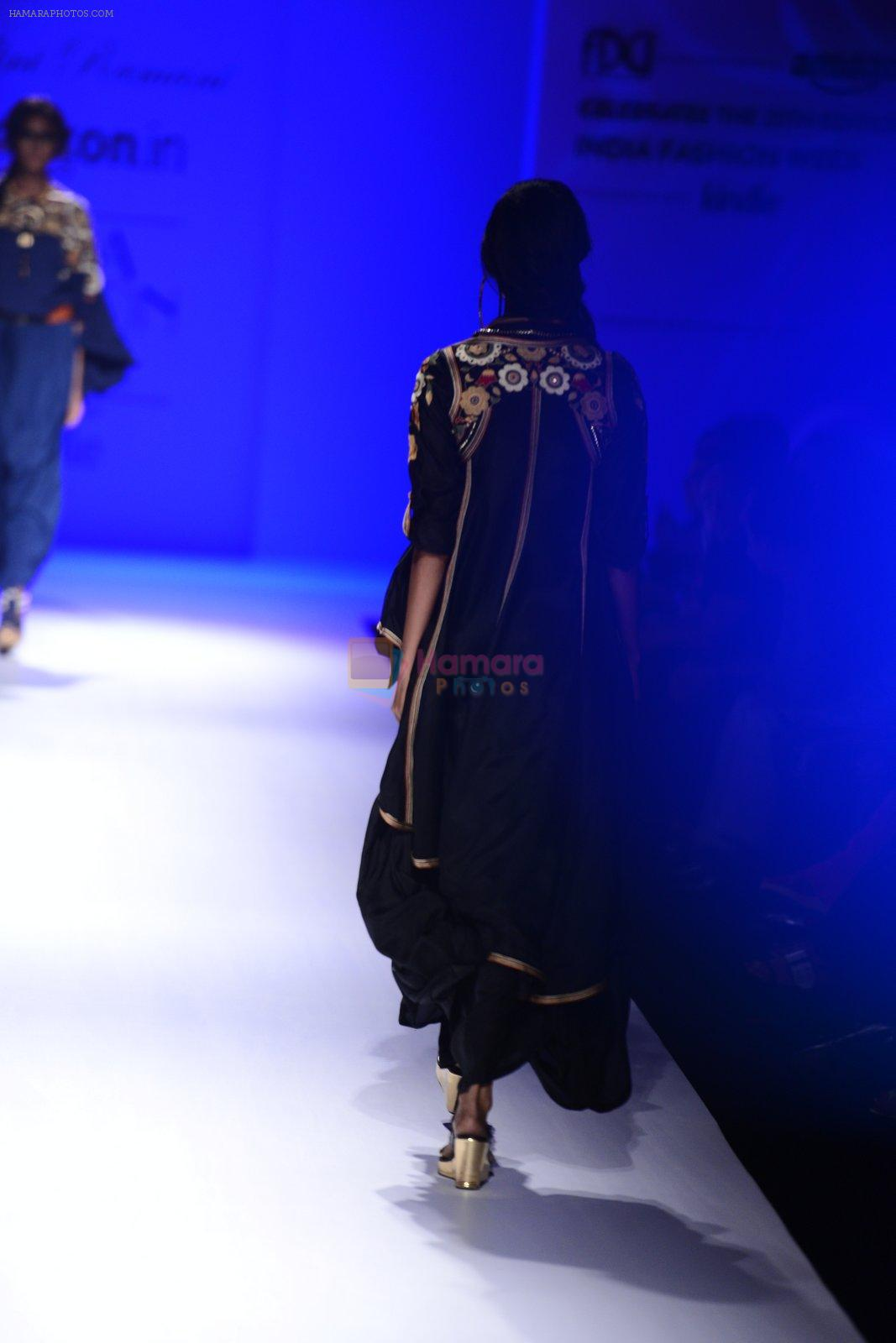 Model walk the ramp for Malini Ramani on day 2 of Amazon India Fashion Week on 26th March 2015
