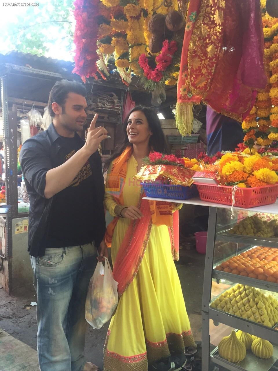Mahaakshay Chakraborty, Evelyn Sharma Seeks Bappa's Blessings for Ishqedarriyaan in Siddhivinayak temple, Mumbai on 31st March 2015