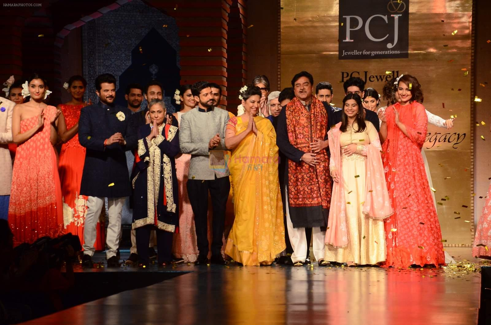 Jaya Bachchan, Anil Kapoor, Farhan Akhtar, Shabana Azmi, Shatrughan Sinha, Sonakshi Sinha at Manish Malhotra presents Mijwan-The Legacy in Grand Hyatt, Mumbai on 4th April 2015