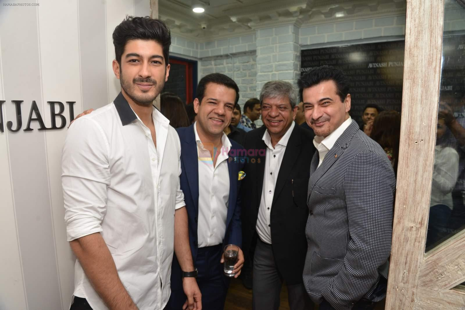 Mohit Marwah, Sanjay Kapoor at Avinash Punjabi store launch in Bandra 190 on 8th April 2015