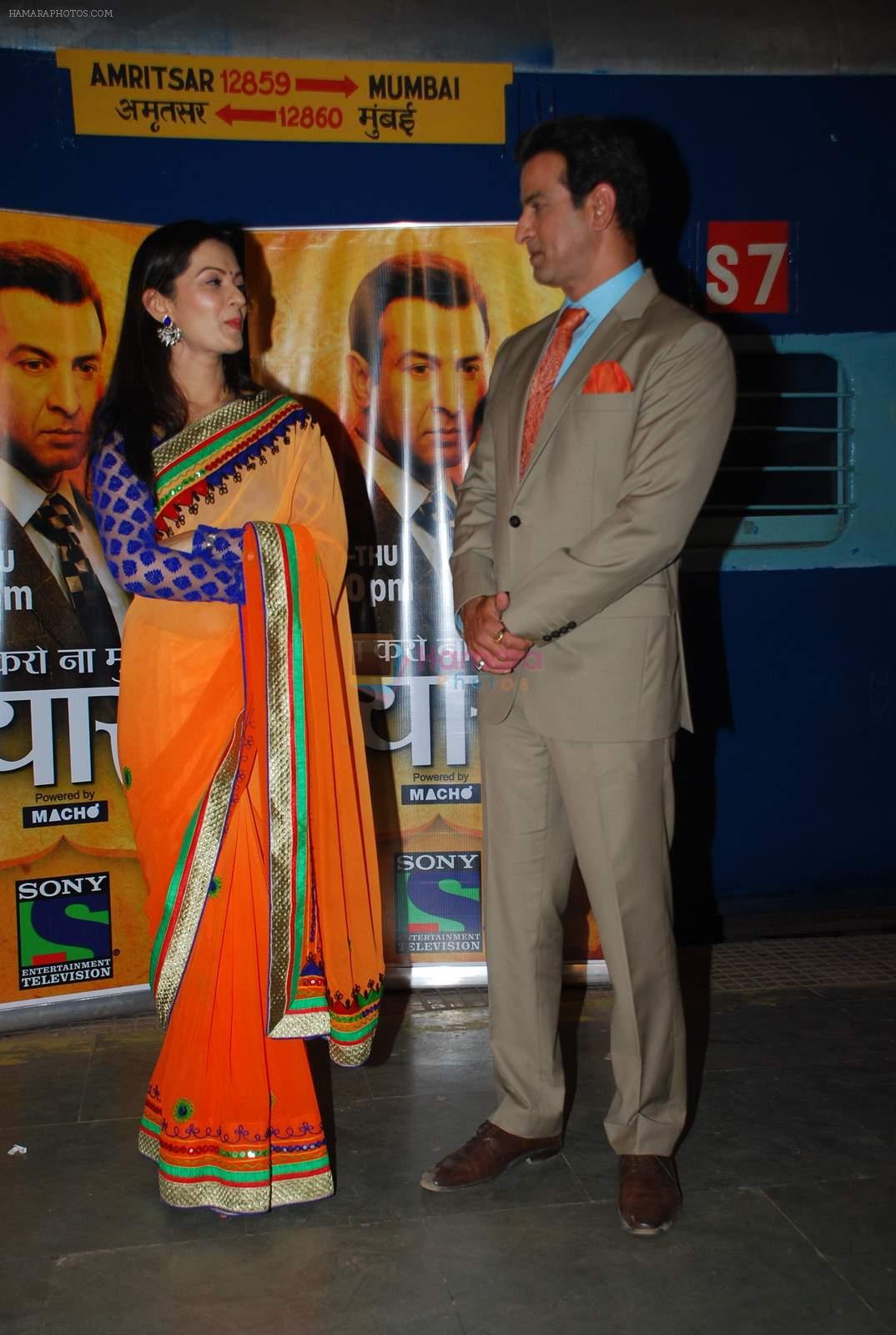 Ronit Roy, Pallavi Kulkarni at Itna Karo Na Mujhe Pyaar 100 Episodes in Filmcity on 12th May 2015