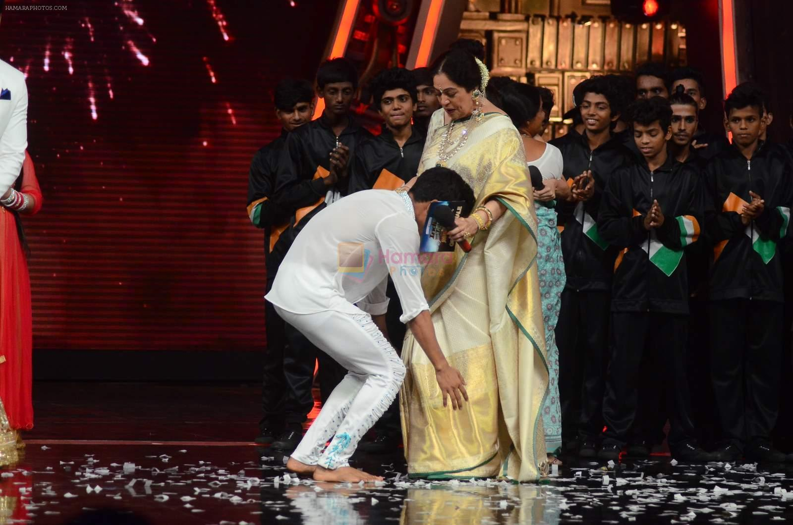 Kiron Kher at IGT grand finale in Filmcity, Mumbai on 27th June 2015