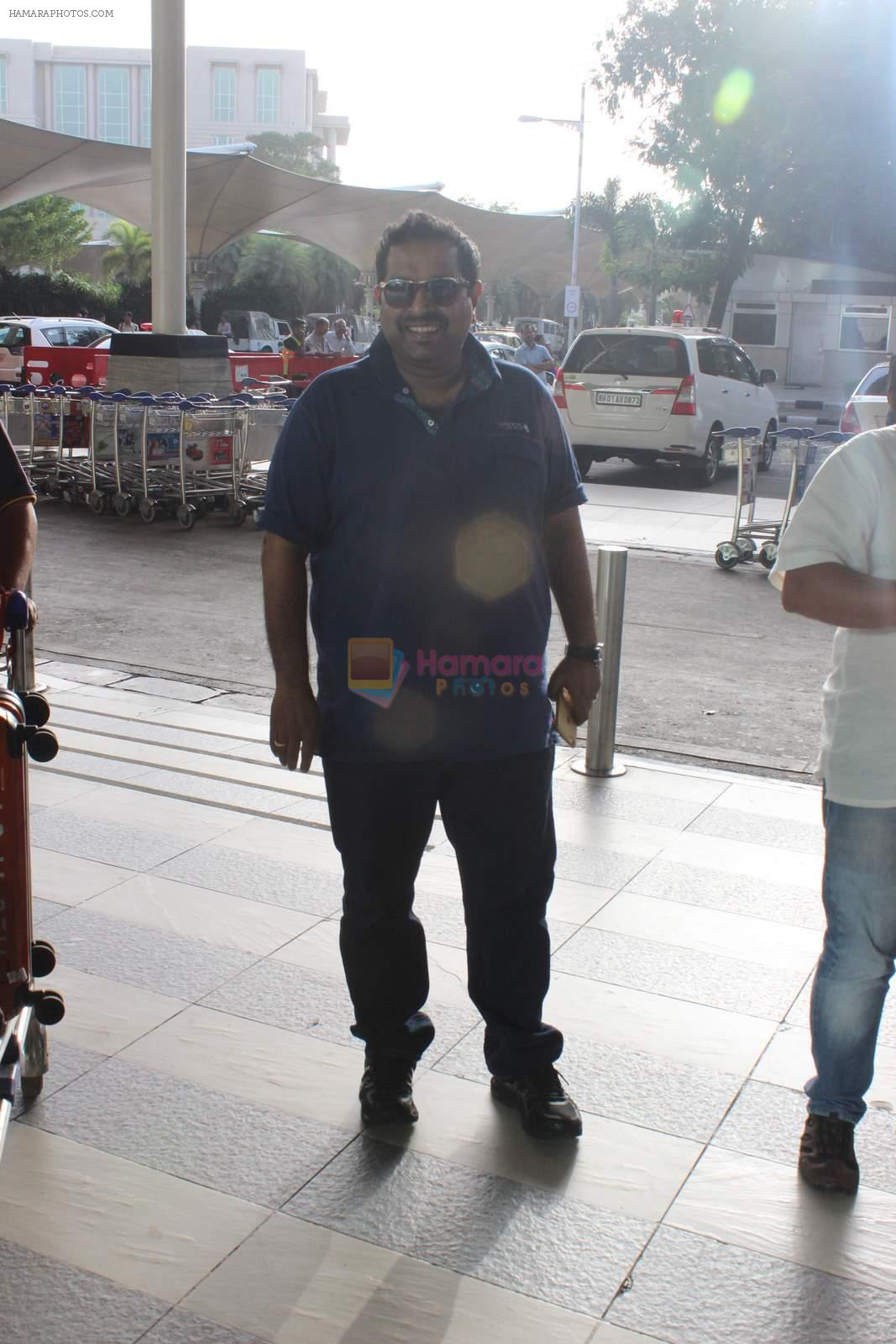 Shankar Mahadevan snapped at airport in Mumbai on 29th June 2015