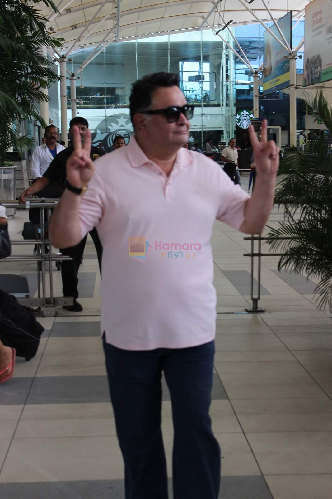 Rishi Kapoor snapped at airport in Mumbai on 29th June 2015