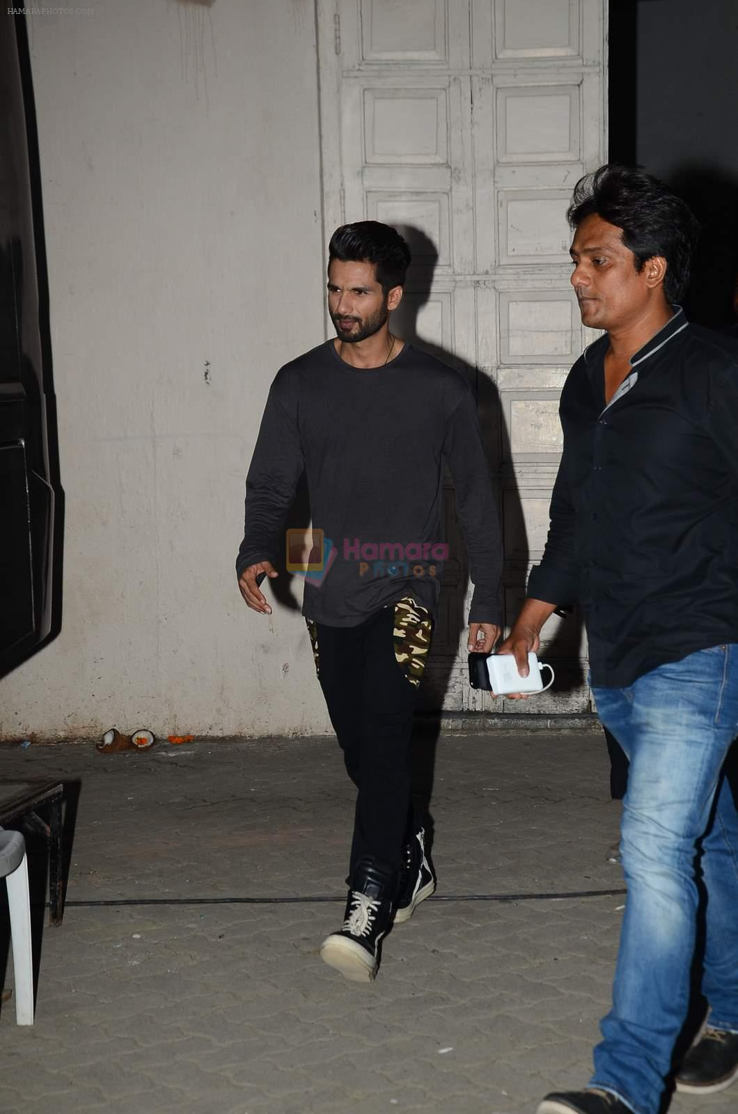 Shahid Kapoor snapped at mehboob on 29th June 2015