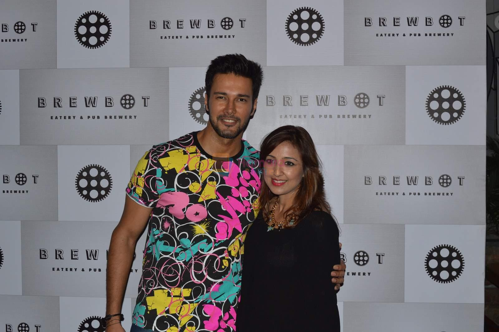Rajnish Duggal & Pallavi at Brew Hot cafe in Andheri, Mumbai on 28th June 2015