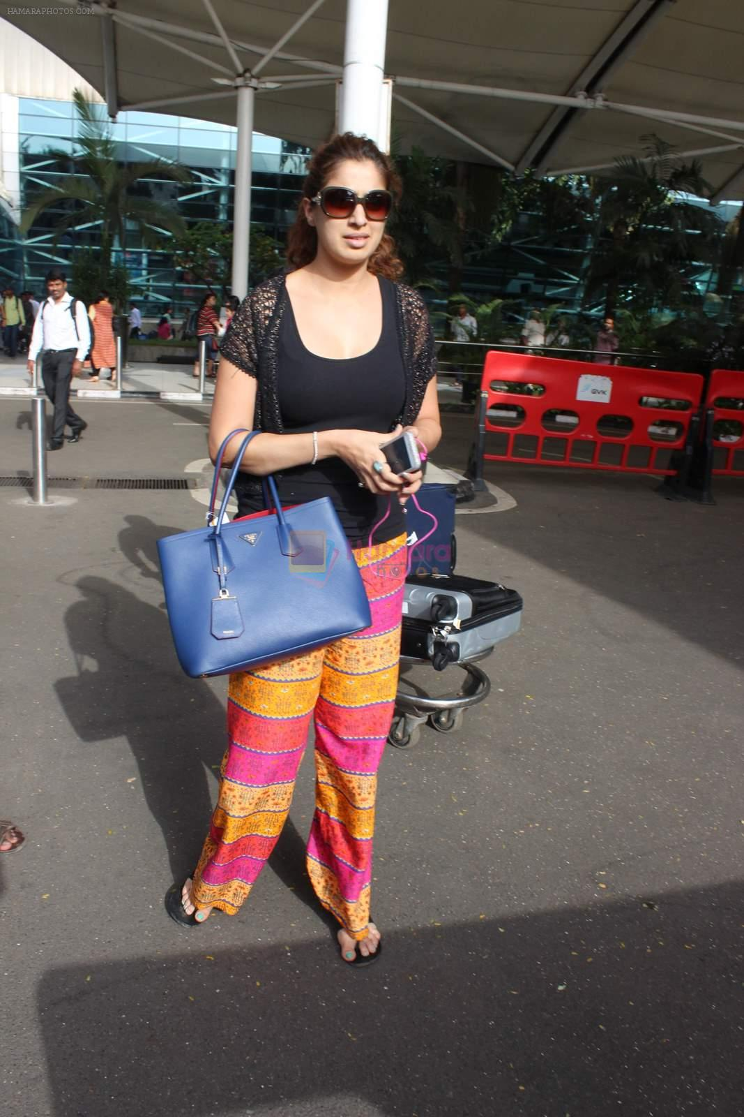 Laxmirai snapped at airport in Mumbai on 29th June 2015