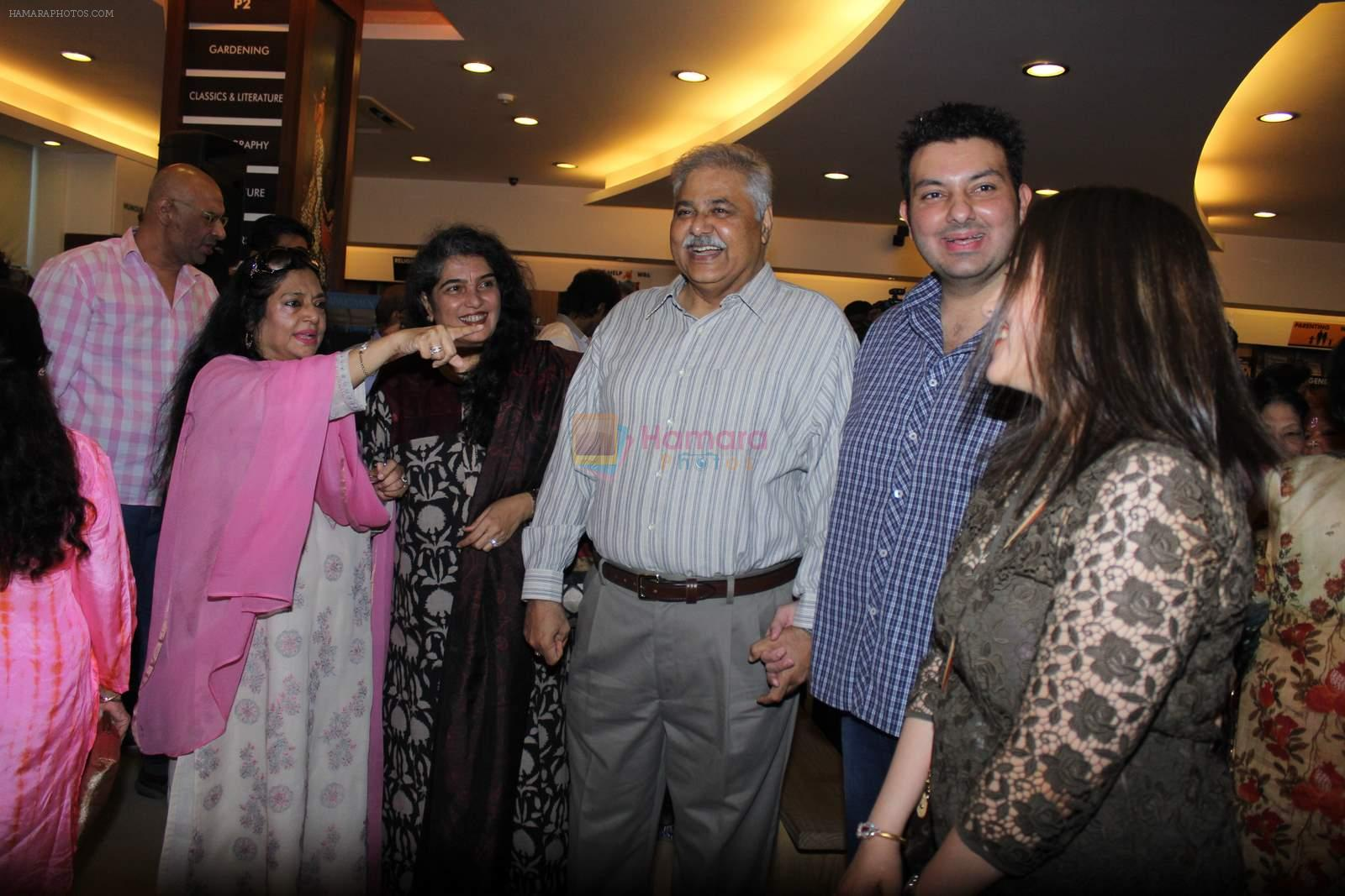 Satish Shah at Shadab Mehboob Khan's Murder in Bollywood book launch in Title Wave, Bandra on 14th July 2015