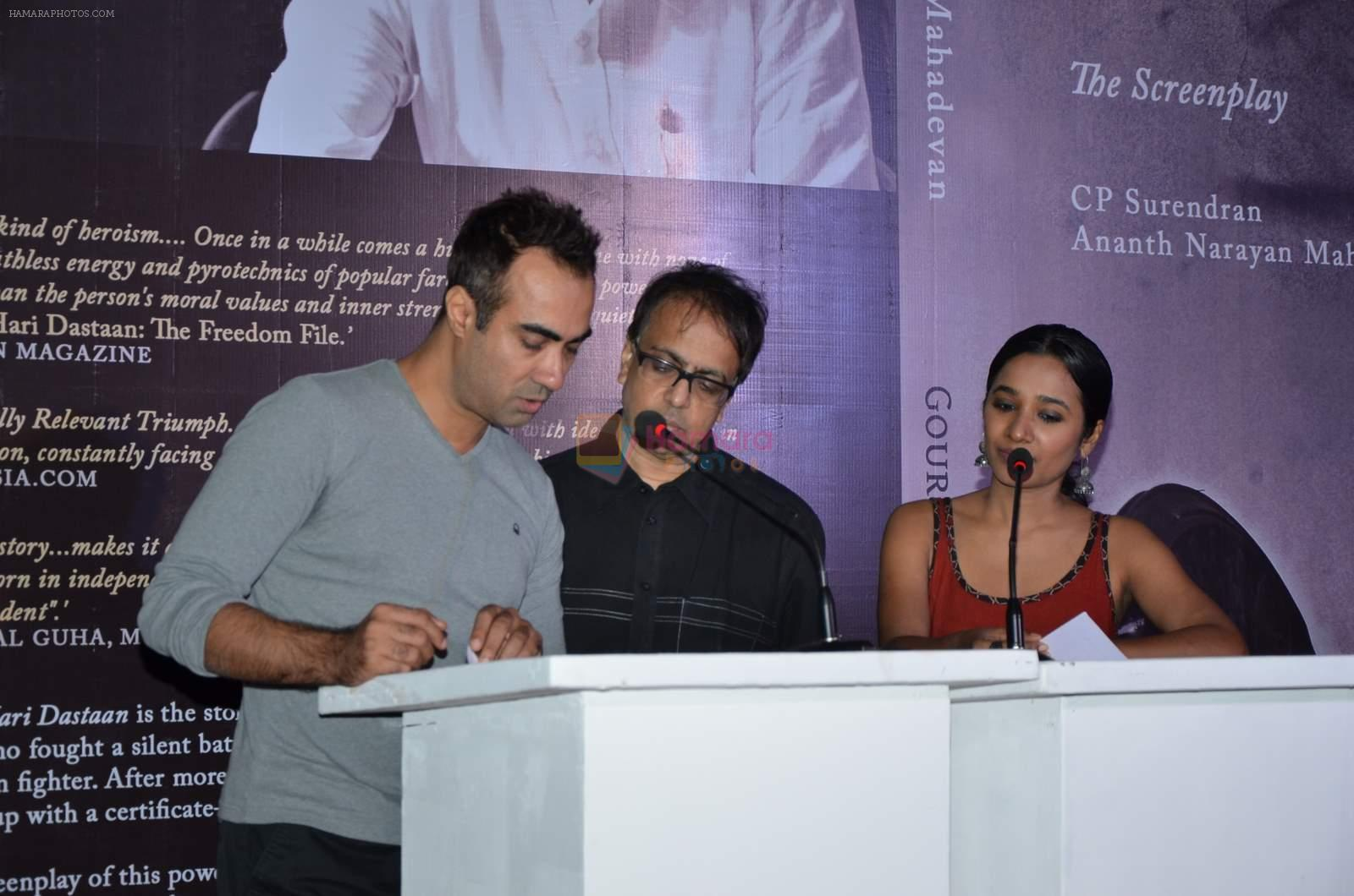 Anant Mahadevan, Ranvir Shorey, Tannishtha Chatterjee at Gour Hari Dastaan book launch in Mumbai  on 10th Aug 2015