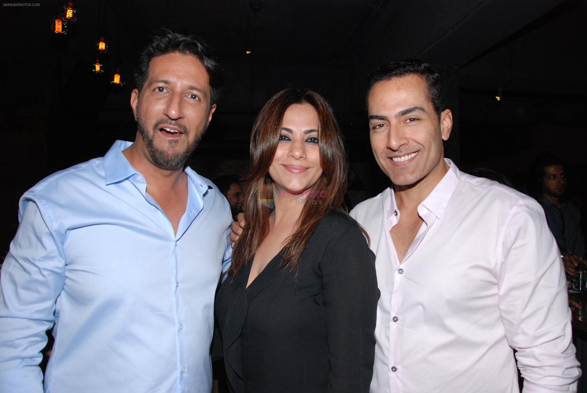Sulaiman Merchant and wife with sudhanshu pandey at Harry's Bar & cafe