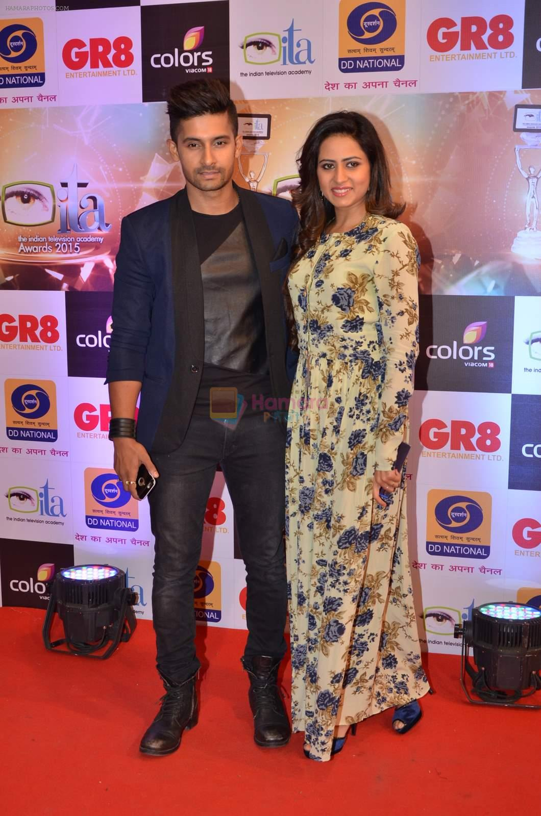Ravi Dubey, Sargun mehta at Gr8 ITA Awards in Mumbai on 6th Sept 2015