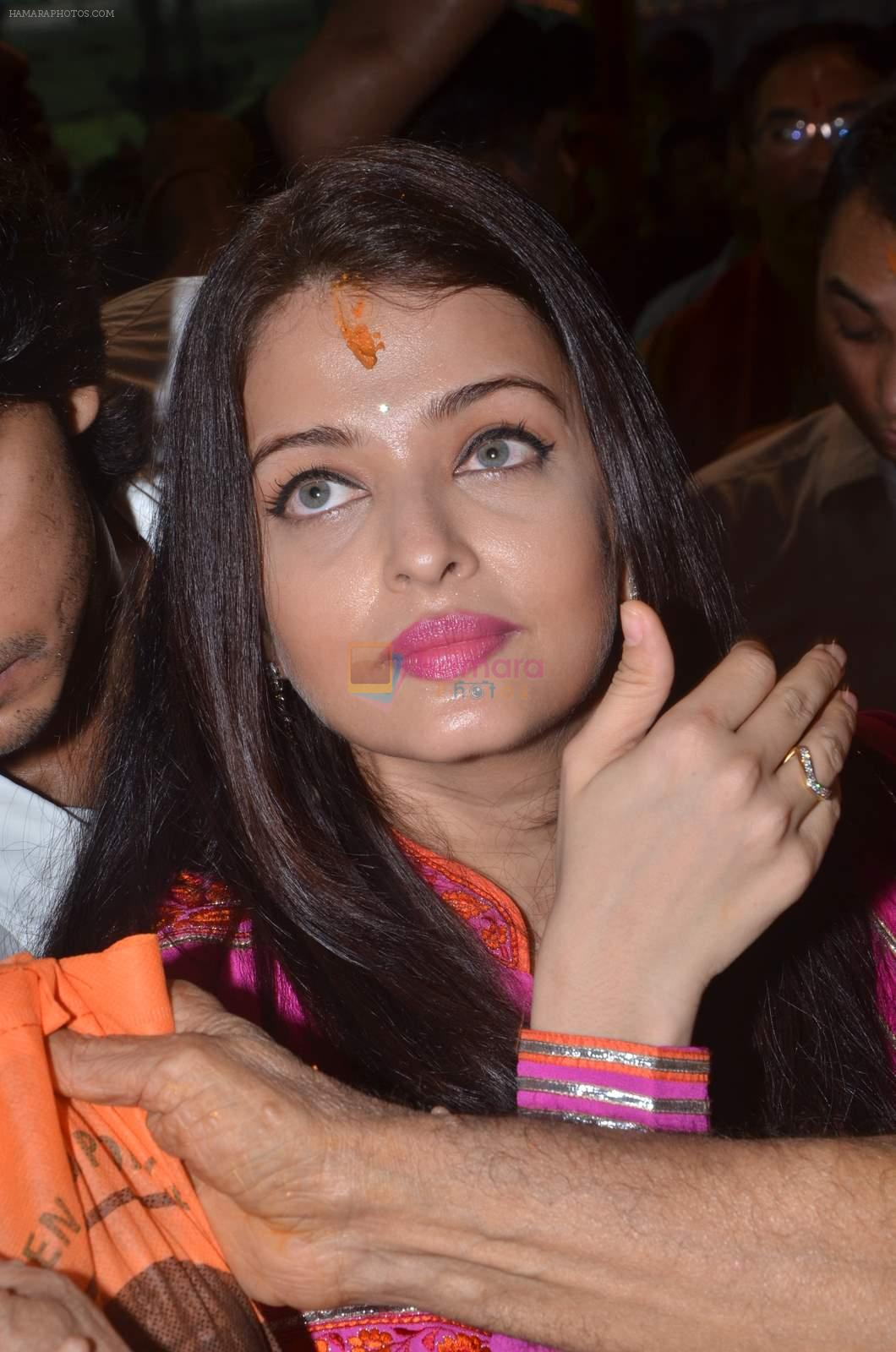 Aishwarya Rai Bachchan visit sion ganpati mandal on 20th Sept 2015