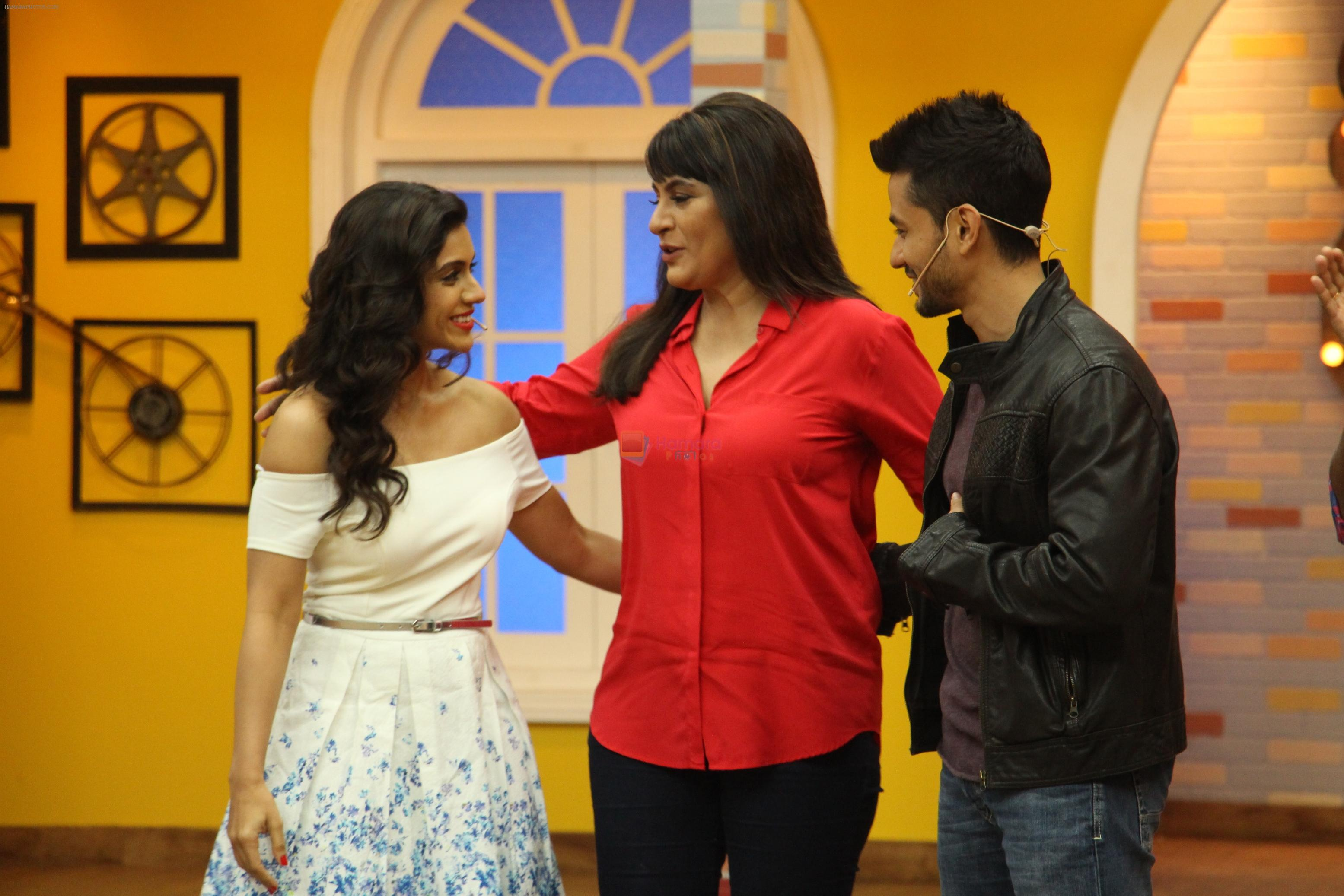Kunal Khemu, Zoa Morani with Bhaag Johnny Cast visited the set of Life OK's Comedy Classes on 21st Sept 2015
