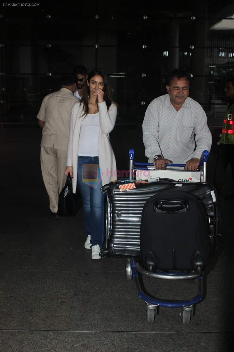 Ileana D'Cruz snapped at Airport on 22nd Sept 2015