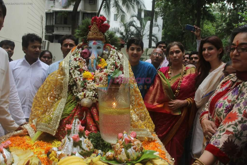 Dimple kapadia and twinkle's ganpati visarjan on 22nd Sept 2015