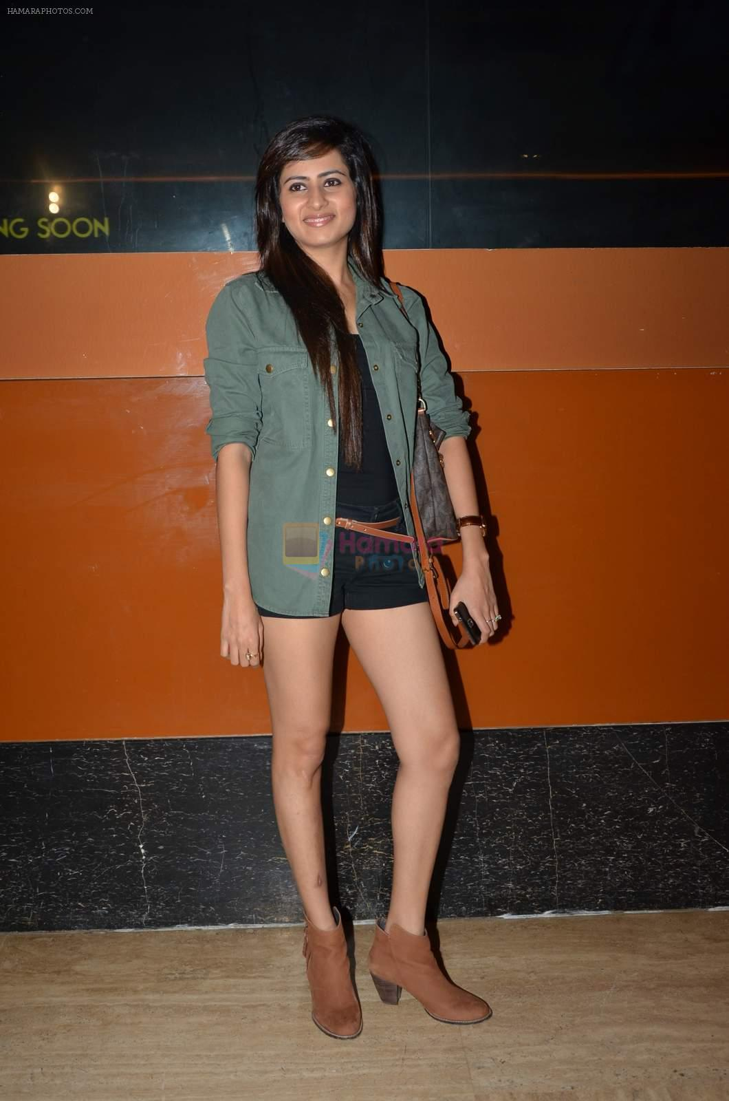 Sargun Mehta at Kis Kis ko Pyar Karoon screening in Mumbai on 25th Sept 2015
