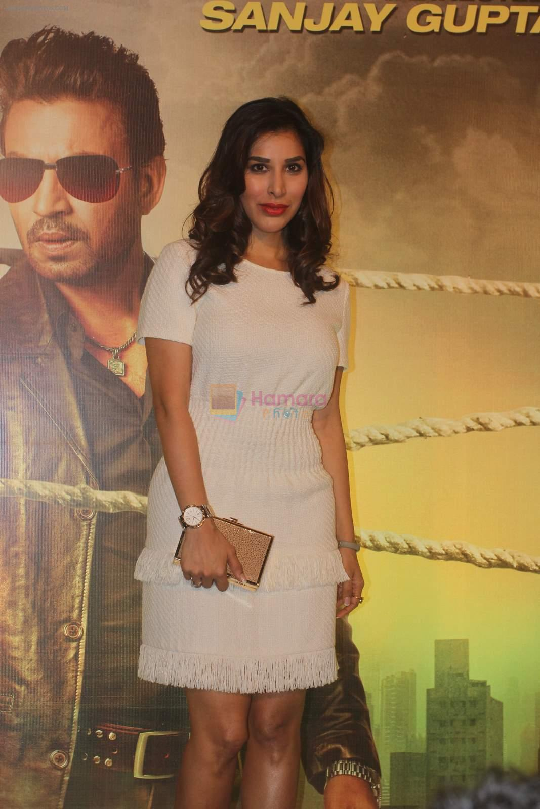 Sophie Chaudhary at Jazbaa premiere on 8th Oct 2015