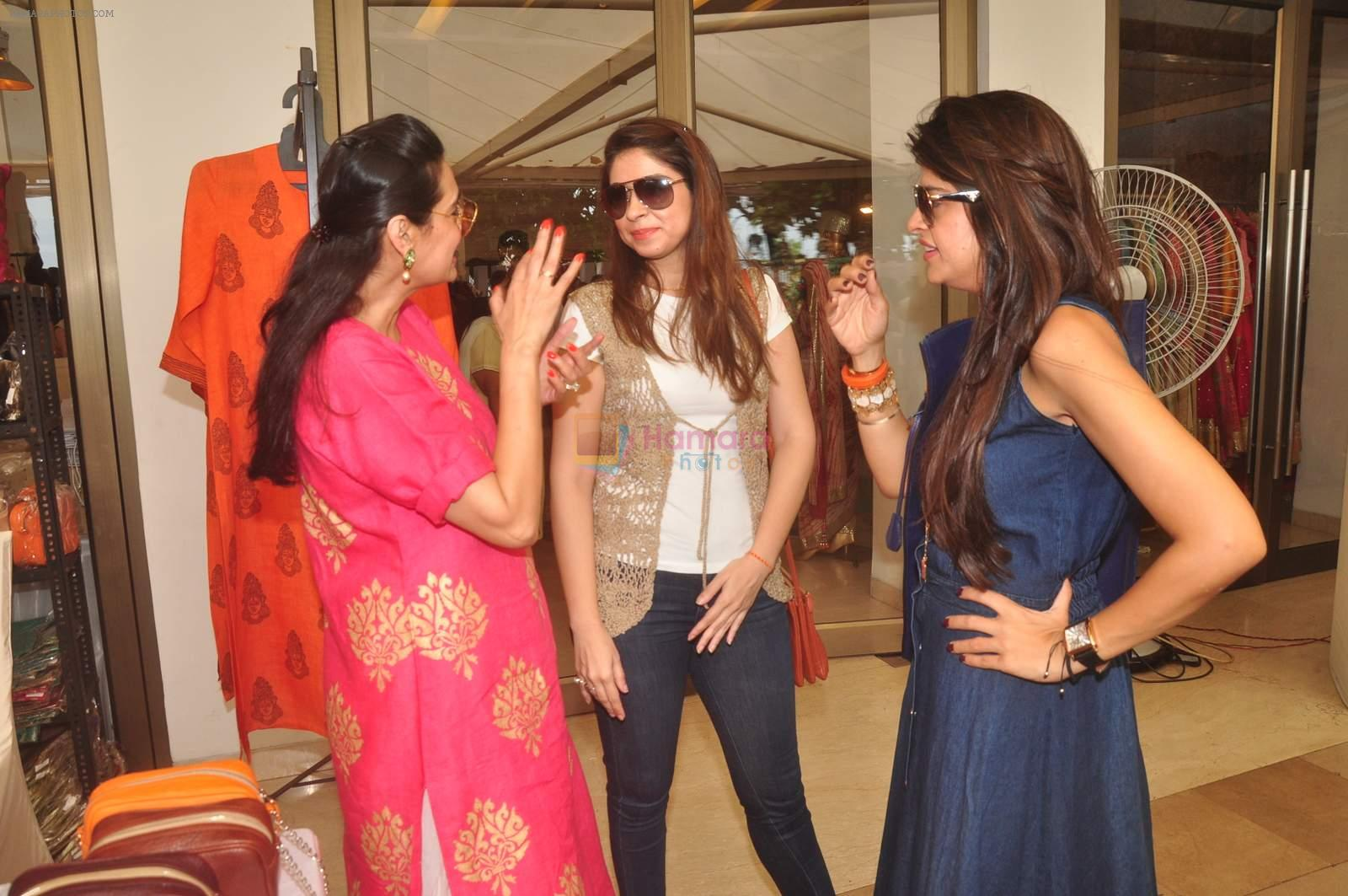 Mana Shetty at Araish in Blue Sea on 14th Oct 2015