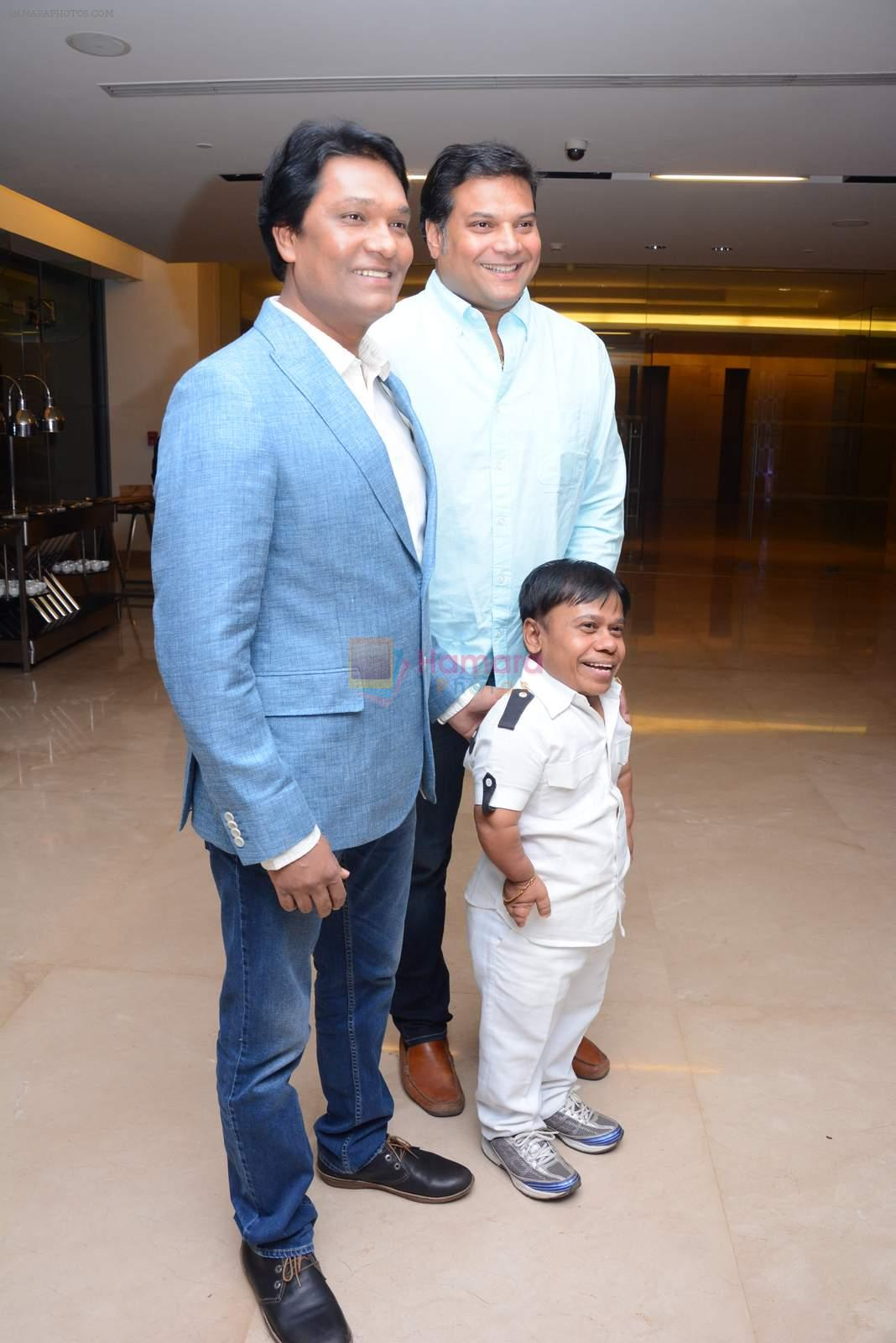 Aditya Srivastava, Dayanand Shetty at CID bash on 9th Dec 2015
