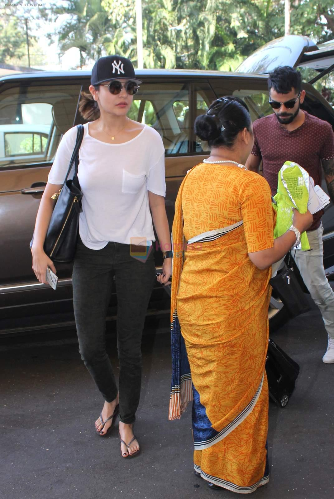 Anushka Sharma, Virat Kohli snapped at Airport on 27th Dec 2015