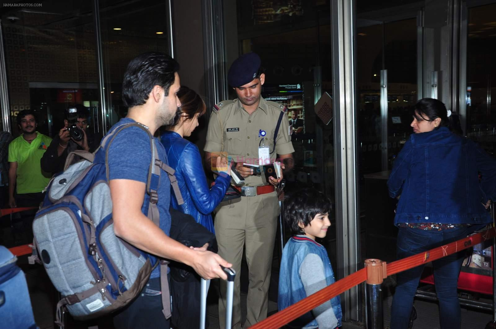 Emraan Hashmi leaves for New Year's on 28th Dec 2015