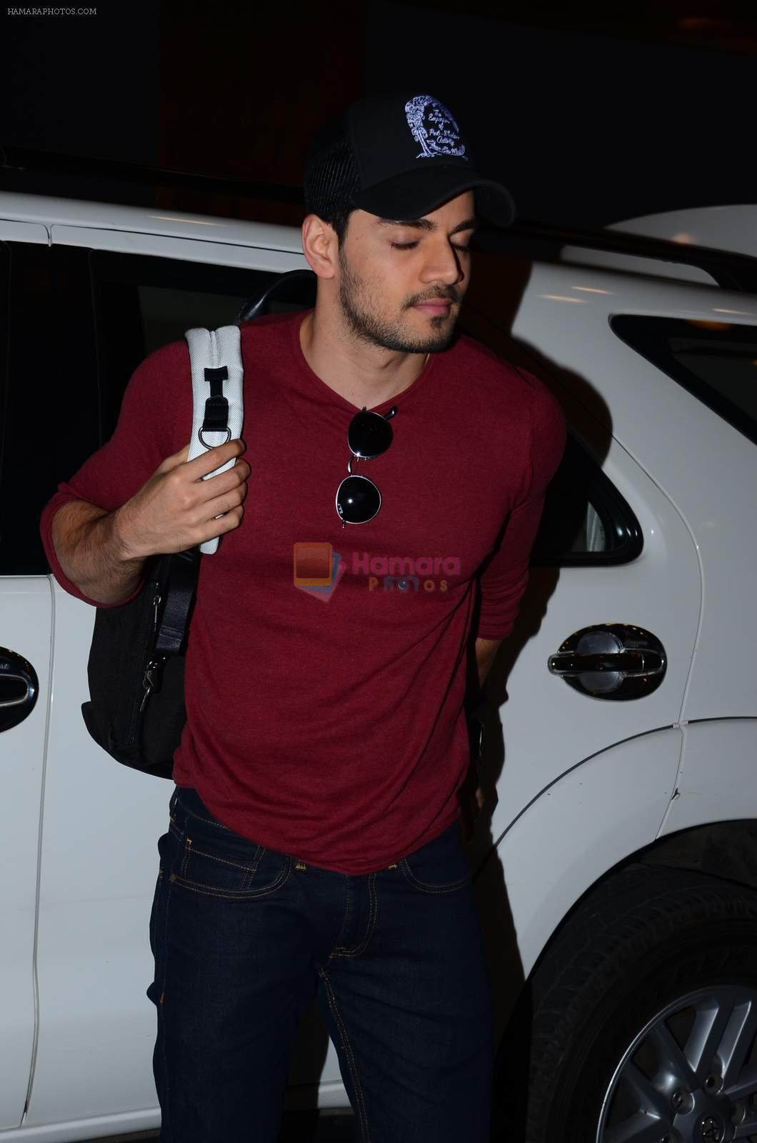 Sooraj Pancholi leaves for New Year's on 28th Dec 2015