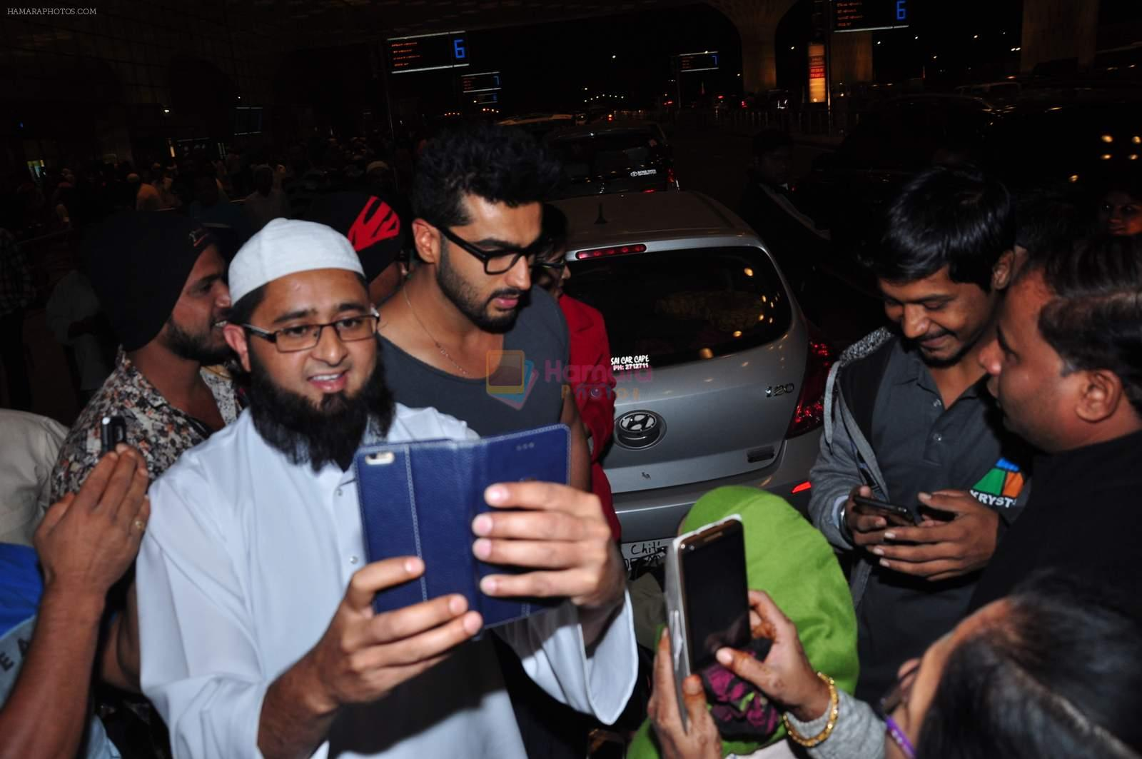 Arjun Kapoor leaves for New Year's on 28th Dec 2015