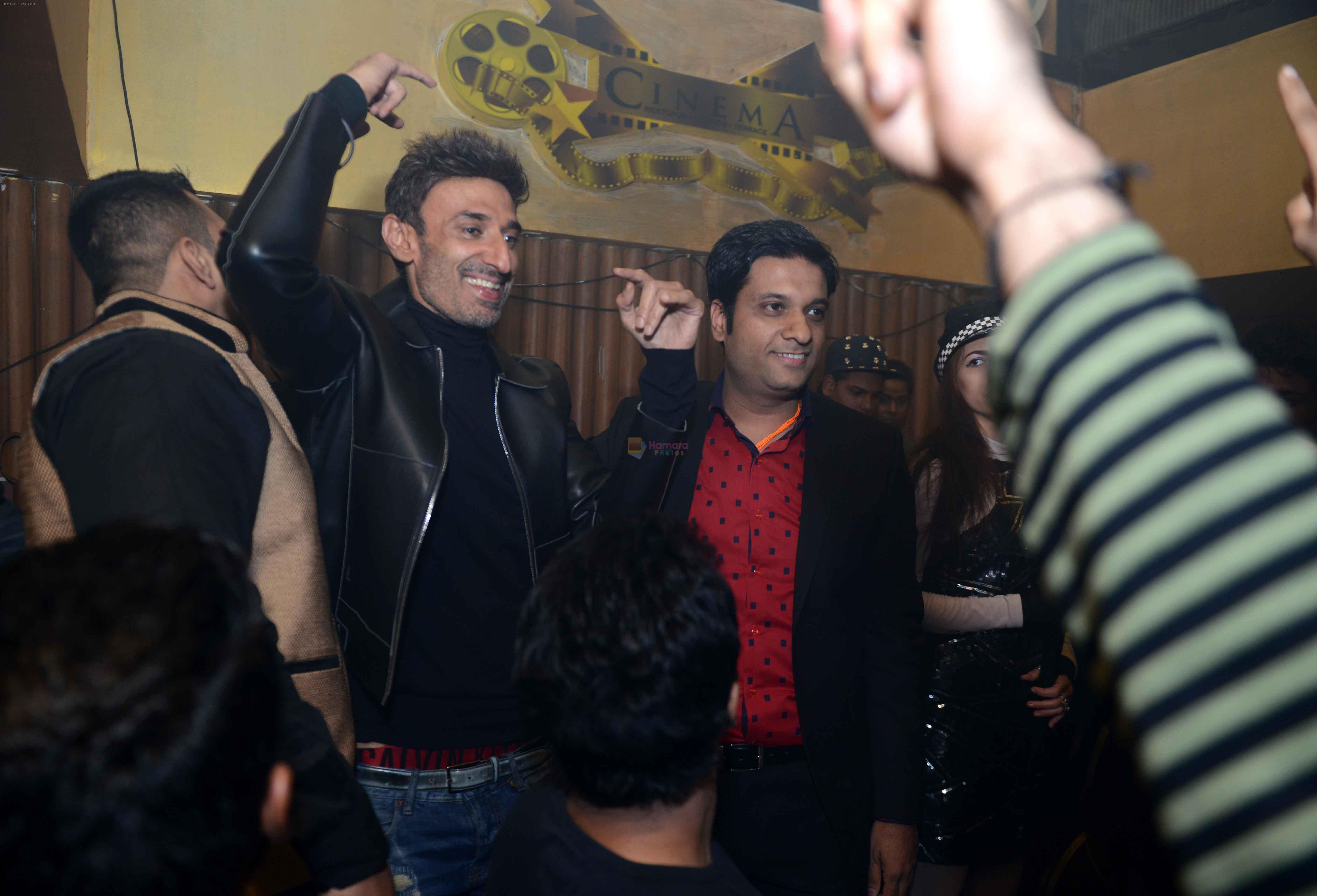 Rahul Dev & Nitin Chopra at the Anniversary of  Cinema Bar & Lounch in GK-2, New delhi on 29th Dec 2015