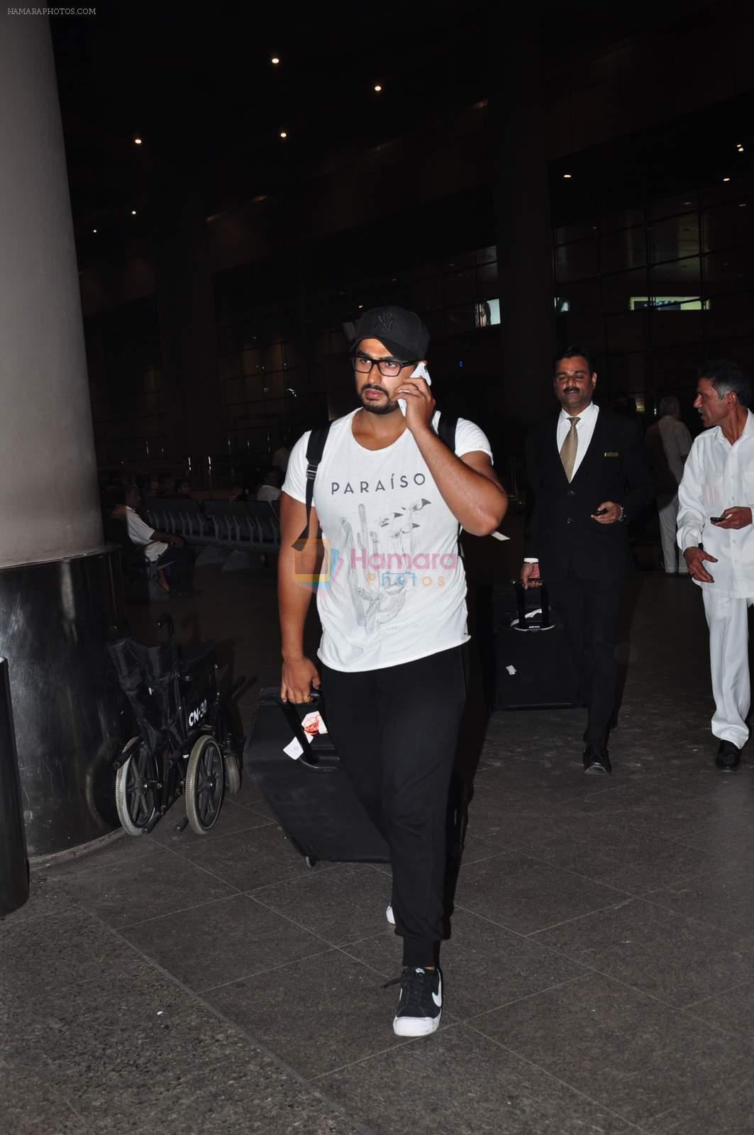 Arjun Kapoor snapped at airport on 2nd Jan 2016