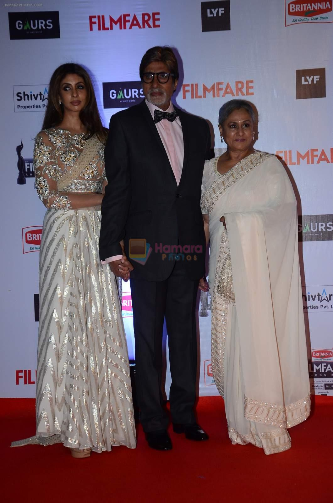 Shweta Nanda, Amitabh Bachchan, Jaya Bachchan at Filmfare Awards 2016 on 15th Jan 2016