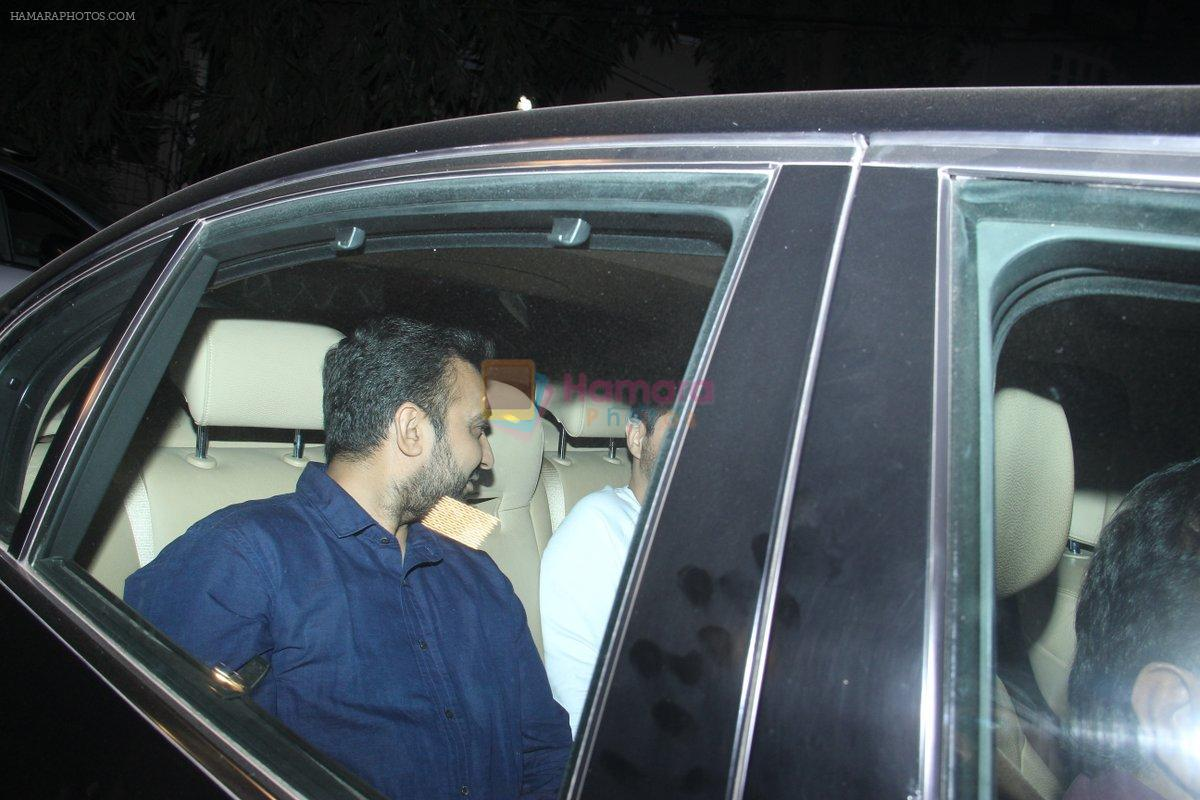 Raj Kundra at Sunny Dewan's house on 25th Jan 2016