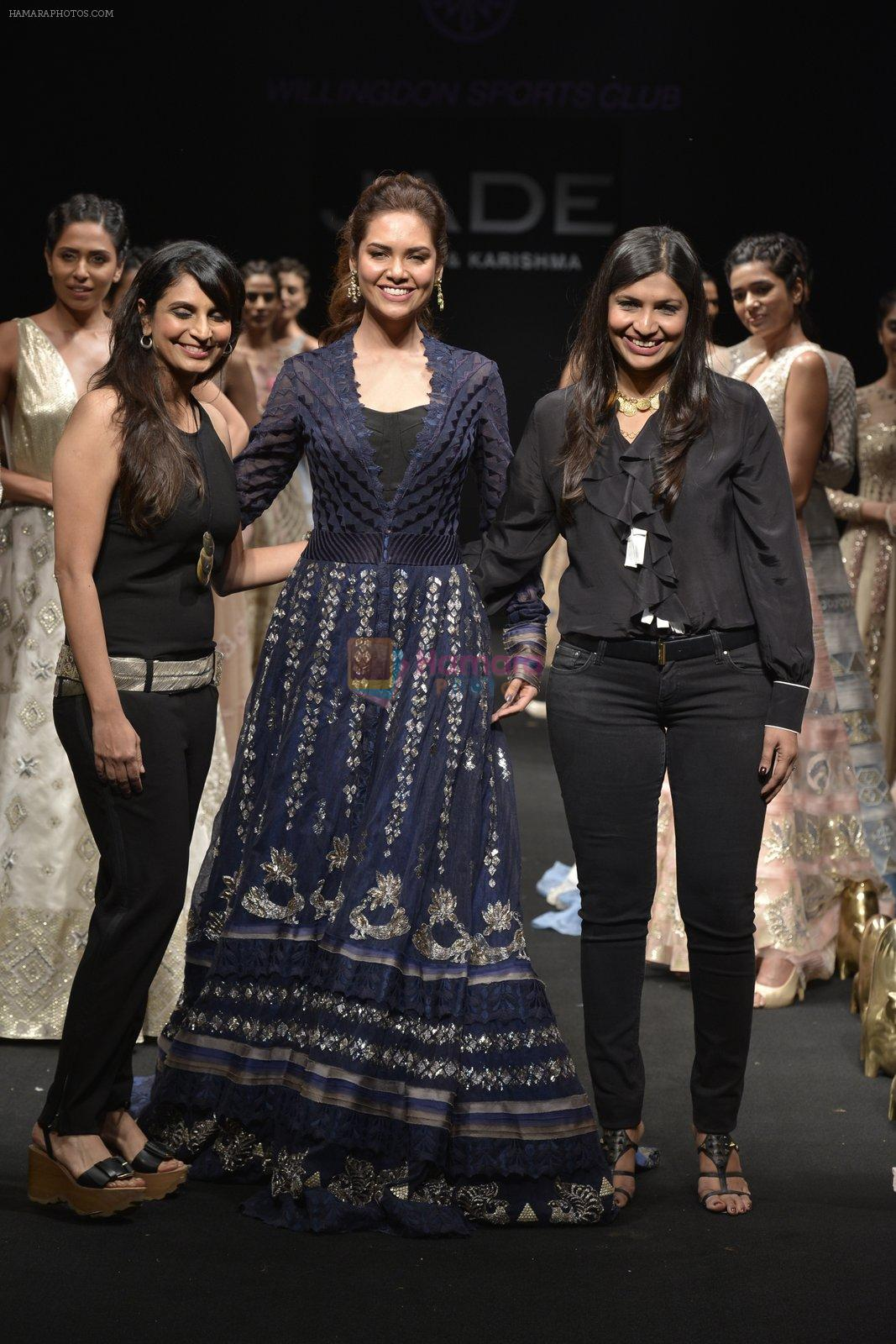 Esha Gupta walks for Jade Fashion Show in Mumbai on 24th Feb 2016