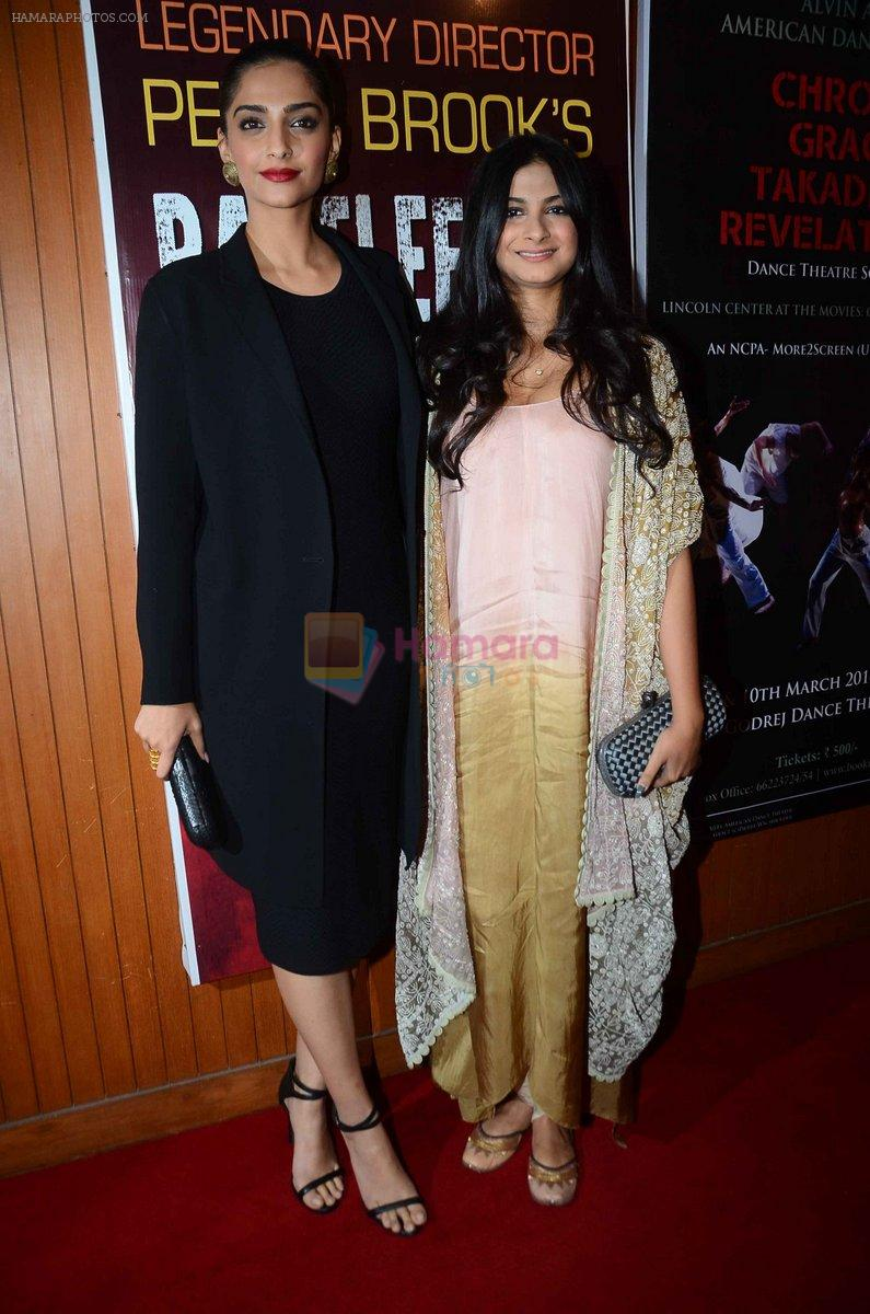 Sonam Kapoor, Rhea Kapoor at Pernia Qureshi's dance recital at NCPA on 26th Feb 2016