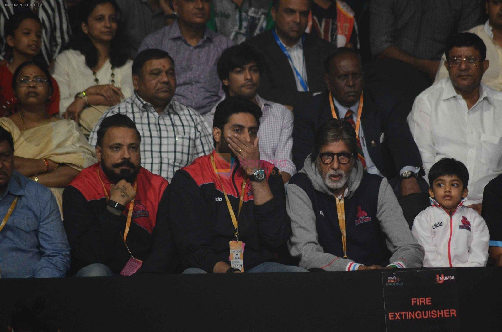 Abhishek Bachchan and Amitabh Bachchan at prokabaddi match on 28th Feb 2016