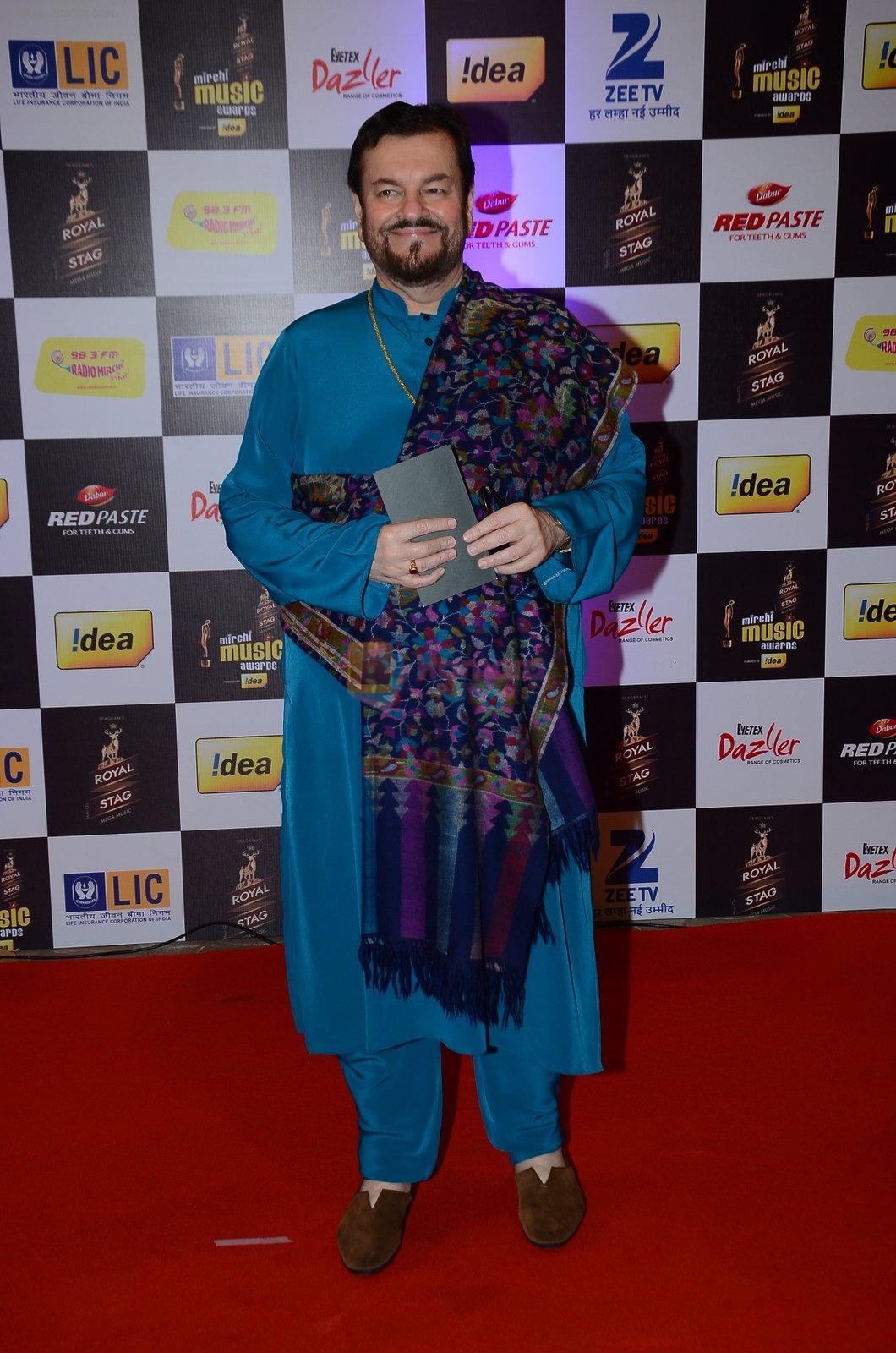 Nitin Mukesh at radio mirchi awards red carpet in Mumbai on 29th Feb 2016