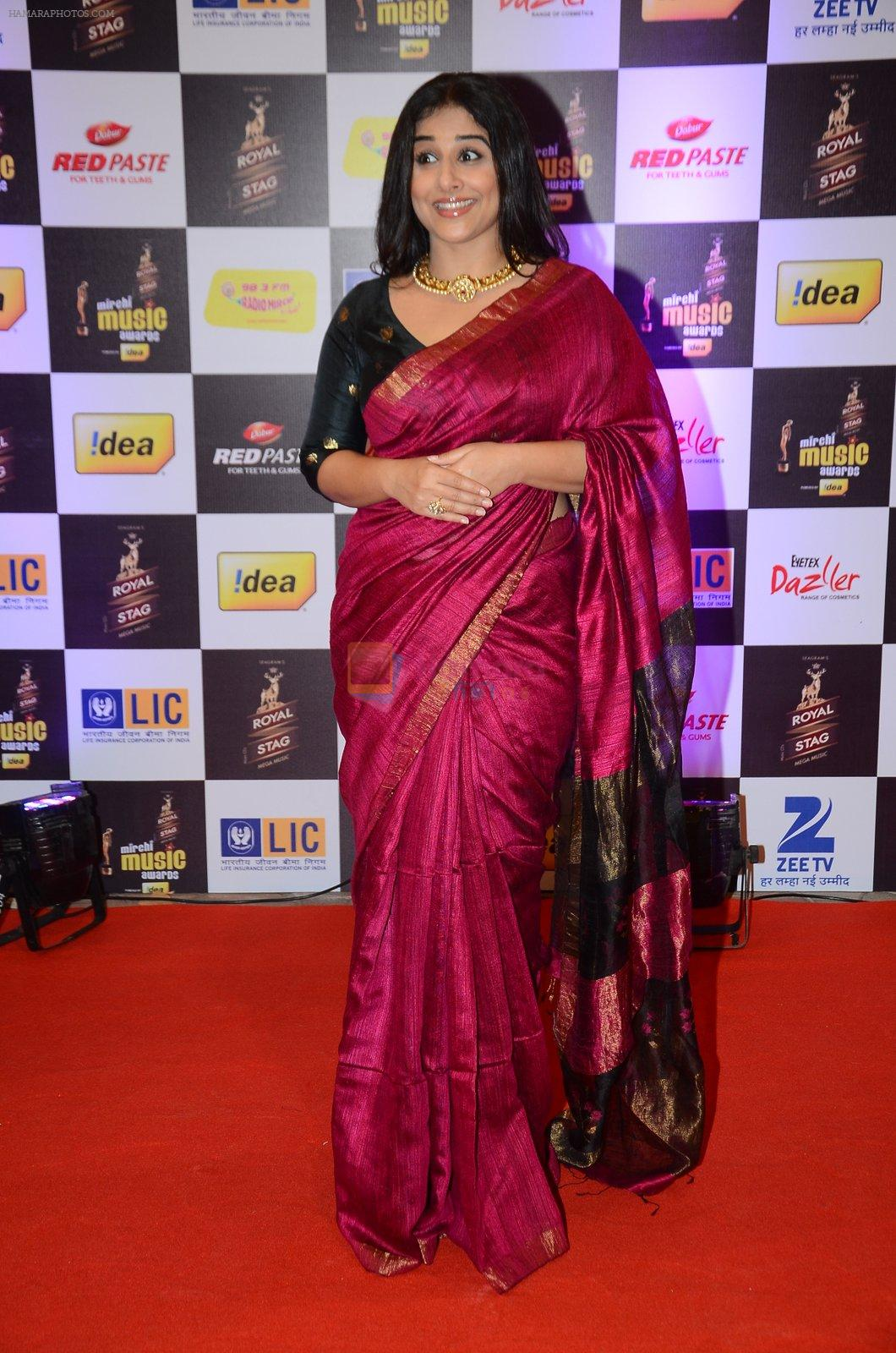 Vidya Balan at radio mirchi awards red carpet in Mumbai on 29th Feb 2016