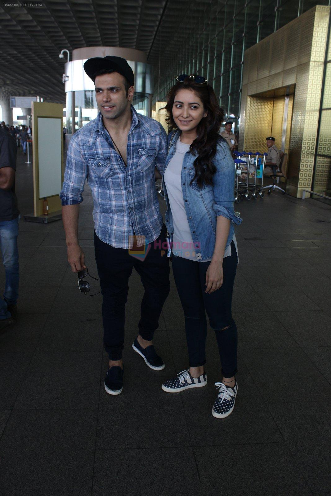 Asha Negi, Rithvik Dhanjani snapped at airport on 17th March 2016