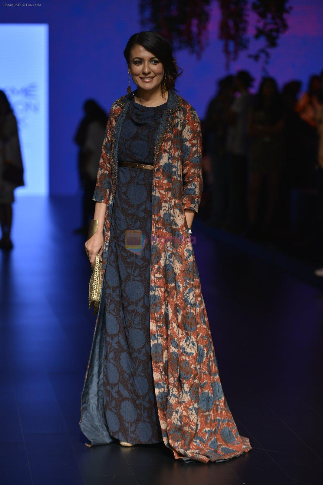 Mini Mathur at Anita Dongre Show at LIFW 2016 Day 3 on 1st April 2016