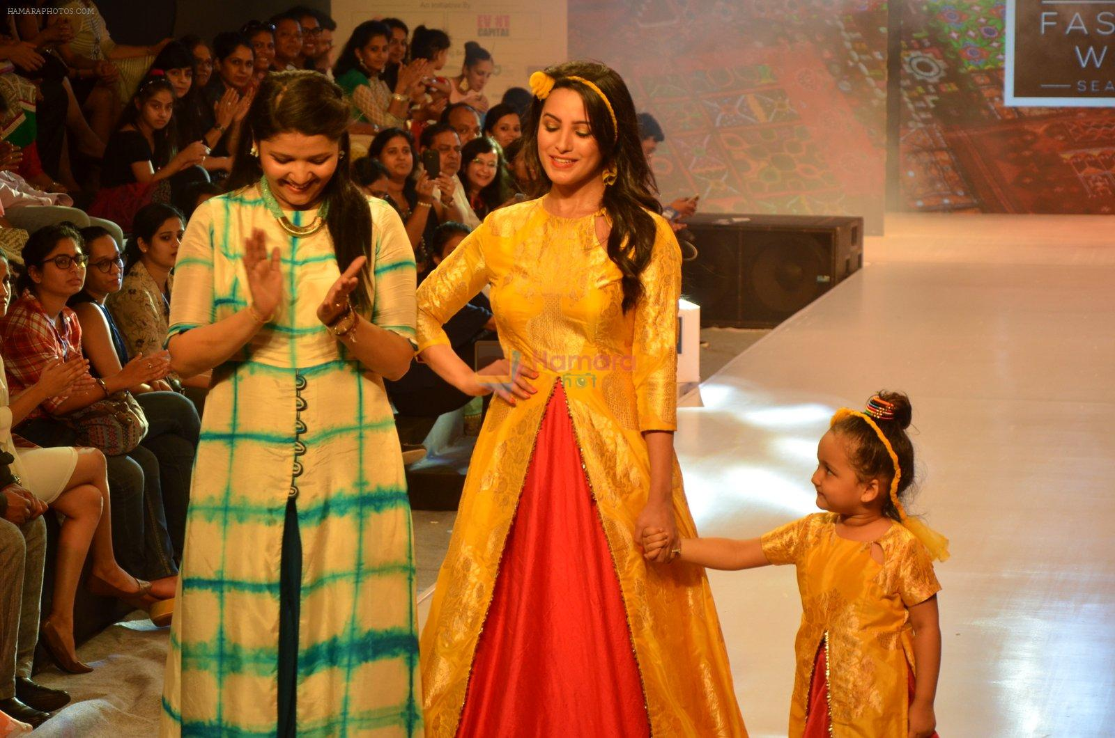 Anita Hassanandani on ramp for Kids fashion week on 3rd June 2016