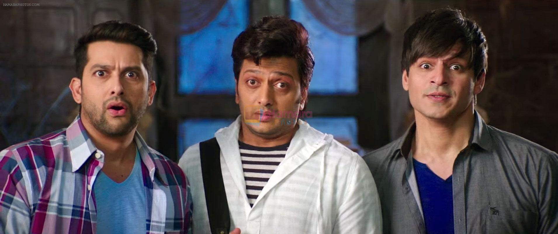 Vivek Oberoi, Ritesh Deshmukh, Aftab Shivdasani in Great Grand Masti Movie Still