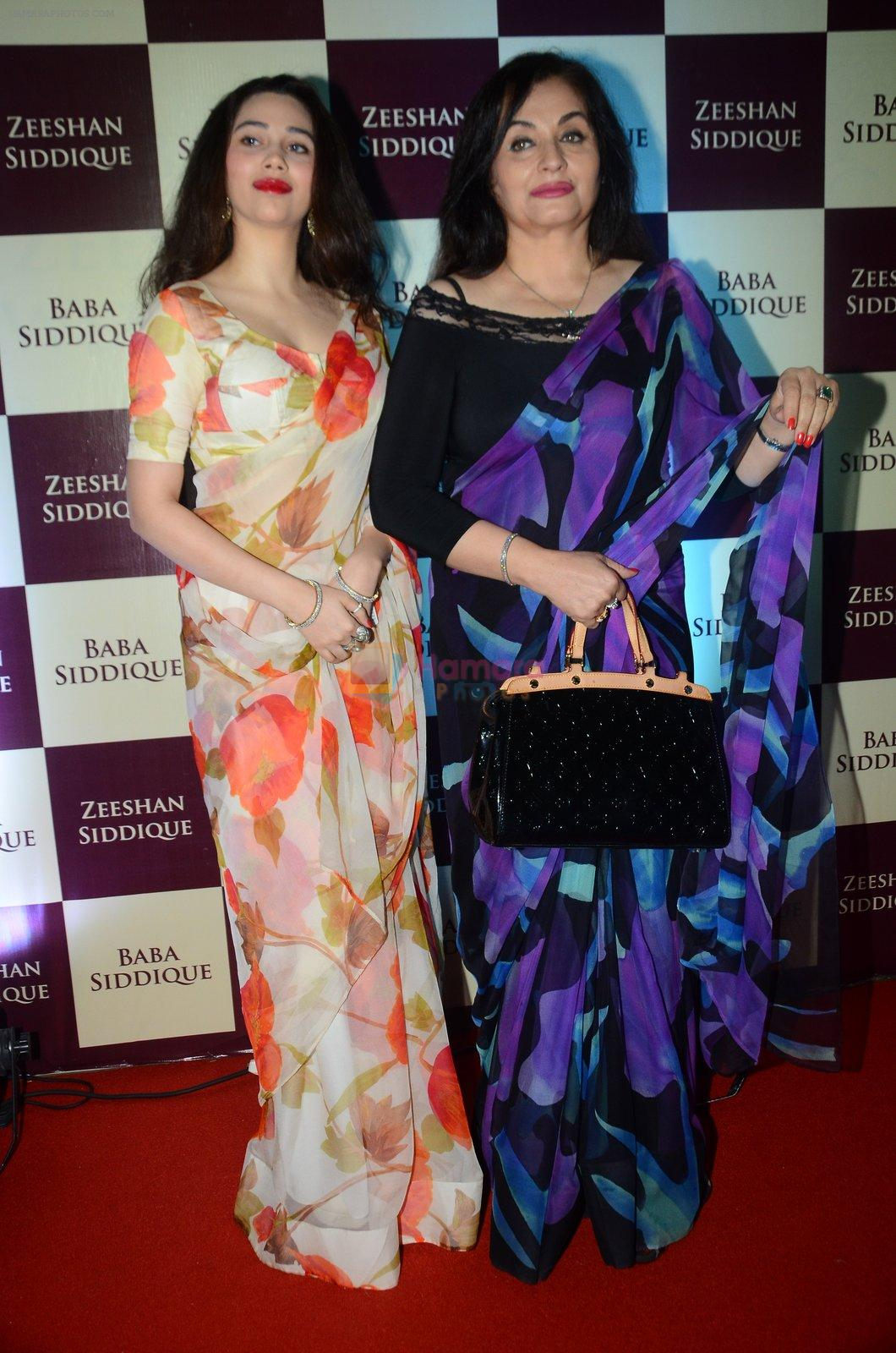 Salma Agha, Sasha Agha at Baba Siddique & Zeeshan Siddique's Iftaari celebration on 19th June 2016