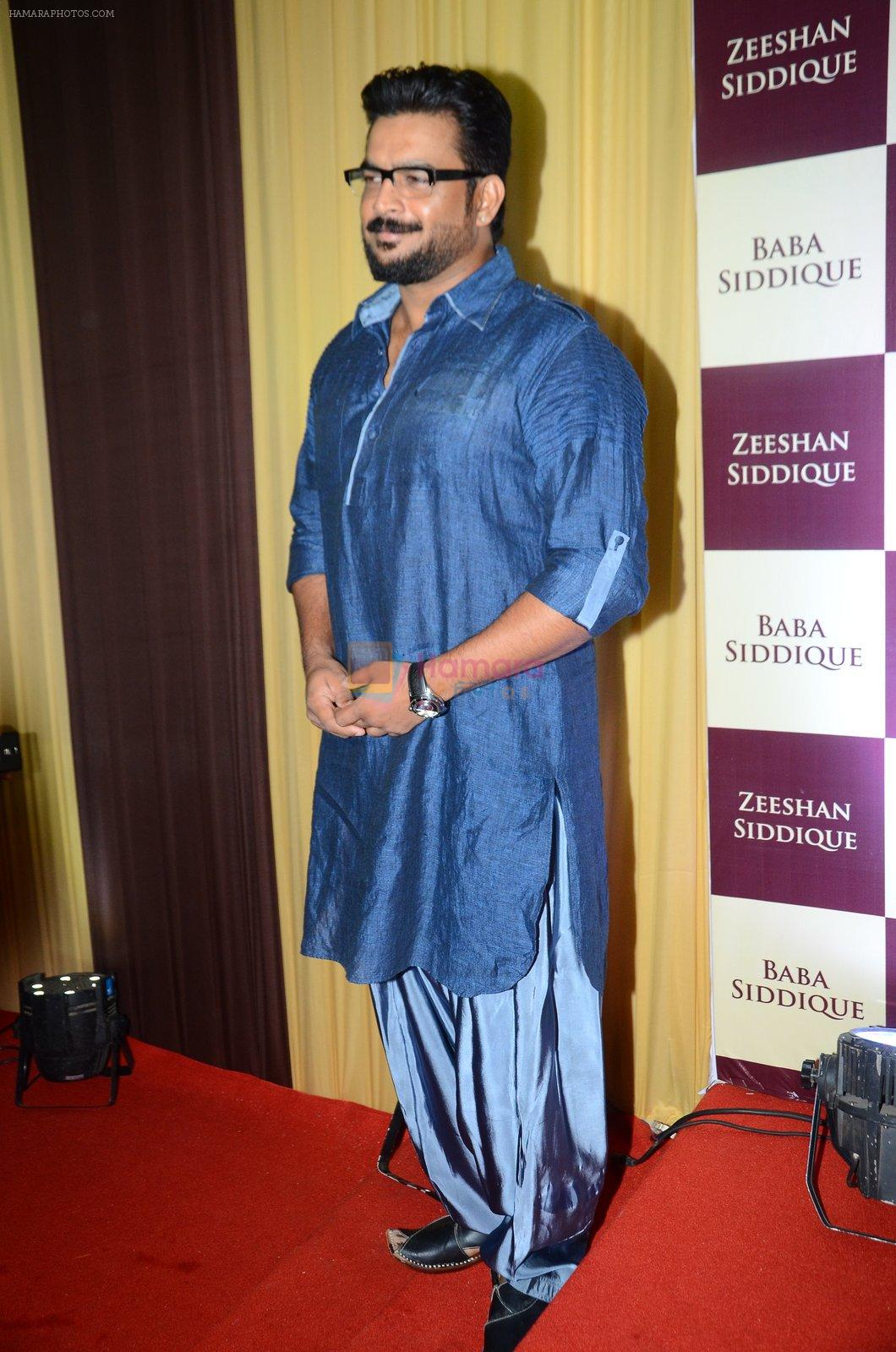 Madhavan at Baba Siddique & Zeeshan Siddique's Iftaari celebration on 19th June 2016