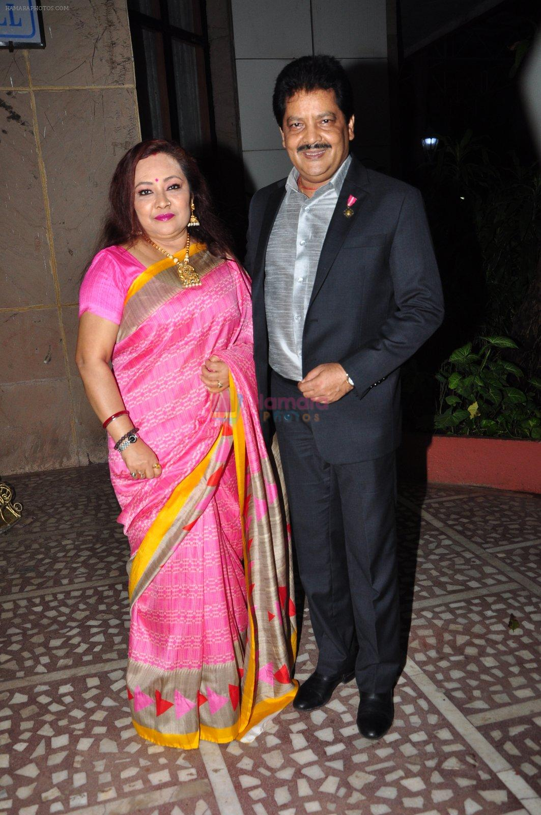 Udit Narayan at mahila awards in Mumbai on 8th July 2016