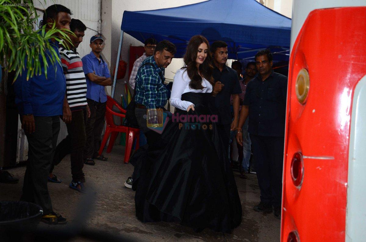 Kareena Kapoor Khan is snapped at shooting for an advertisement in Mumbai on July 20, 2016
