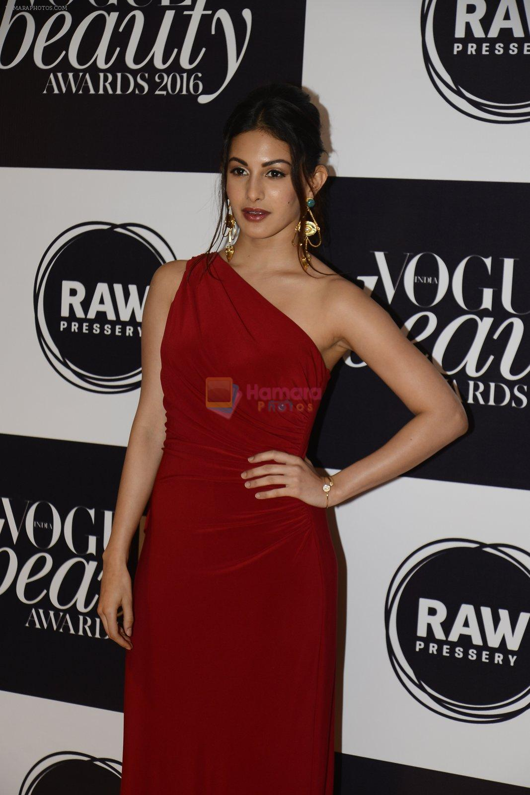 Amyra Dastur at Vogue Beauty Awards 2016 on 27th July 2016