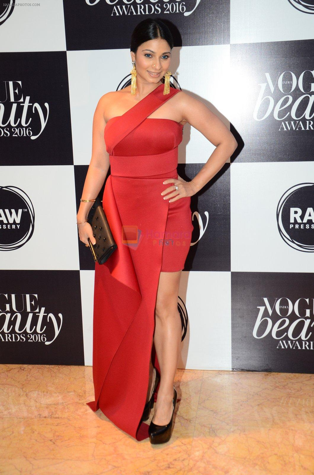 Tanisha Mukherjee at Vogue Beauty Awards 2016 on 27th July 2016