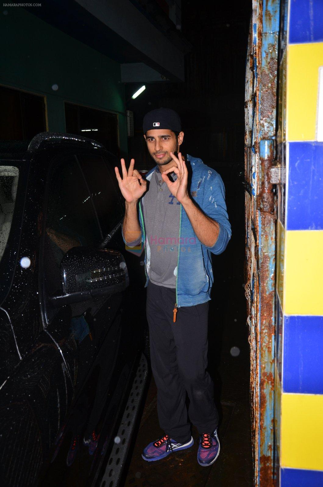Sidharth Malhotra snapped together in Mumbai on 28th July 2016