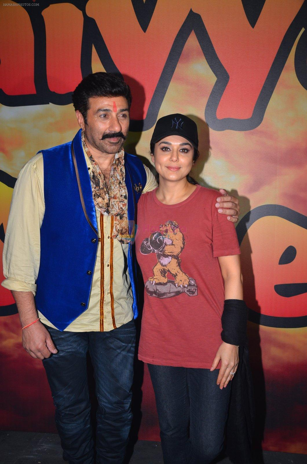 Sunny Deol and Preity Zinta at Superhit Bhaiya On location on 30th July 2016